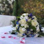 Bouquet sposa estivo matrimonio blu bianco