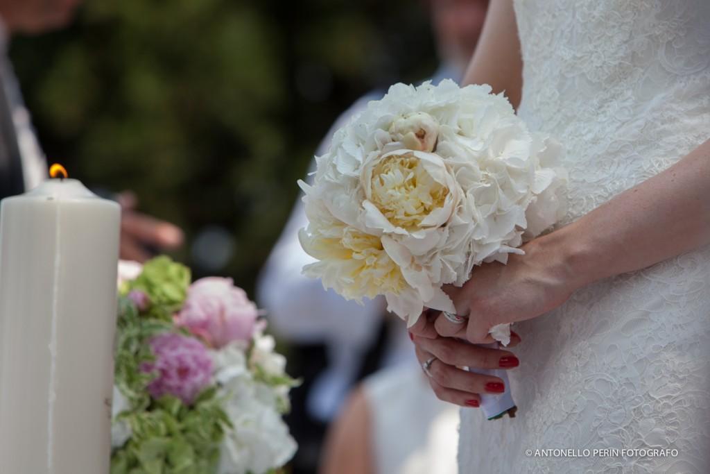 Bouquet sposa bianco peonie e ortensie