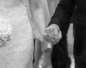 mani amore sposi