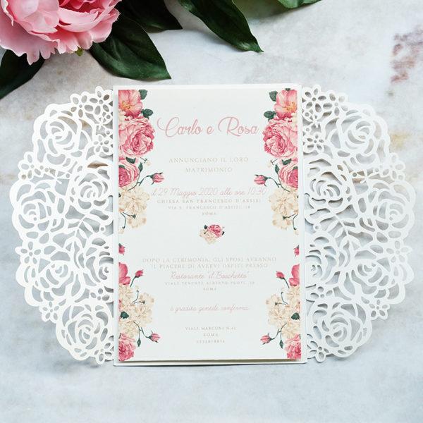 Invito nozze con copertina a libro lasercut con rose