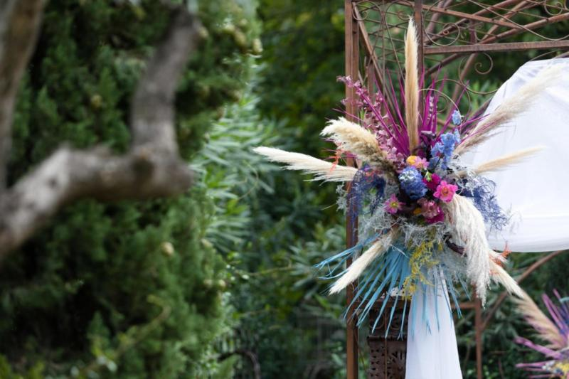 Mediterranean style coloured wedding on lake garda